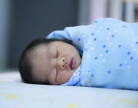 Duy trì nhiệt độ thích hợp là việc làm cần thiết đảm bảo sức khỏe trẻ nhỏ