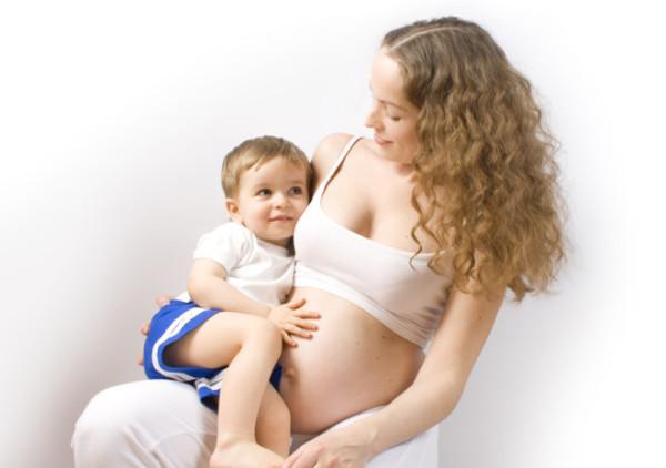Cho con bú khi mang thai - an toàn hay nguy hiểm?