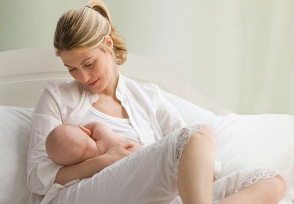Mách mẹ cách cho trẻ sơ sinh bú đúng cách nhất