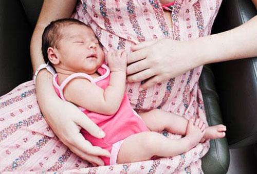 Dấu hiệu mang thai khi đang cho con bú, dấu hiệu có thai sau sinh