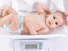Làm sao để bé bú mẹ tăng cân nhanh?