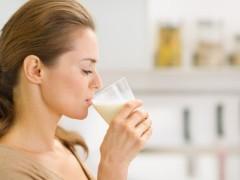 Mẹ cho con bú nên uống sữa gì và uống như thế nào?