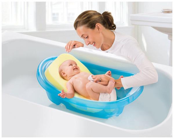 Cách tắm cho trẻ sơ sinh mẹ nên biết từ sớm