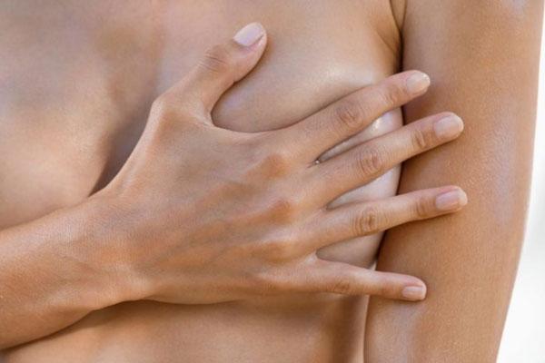 căng tức ngực sau sinh